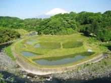 富士山と棚田と川