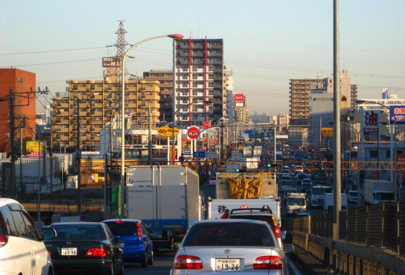 画像 国道246号 129号 車 トラック 渋滞 ガスト ジョリーパスタ コカコーラ 松屋 エネオス