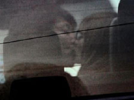 スザンヌの車中キス写真