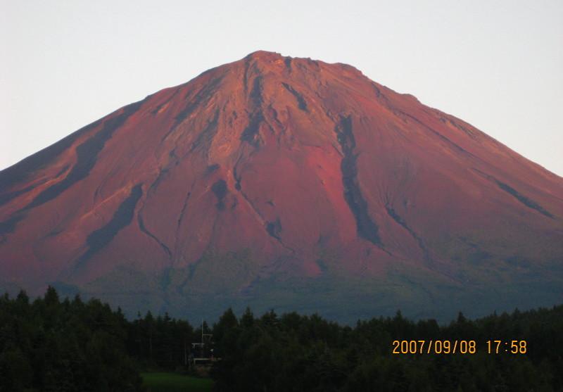 天神山スキー場からの赤富士