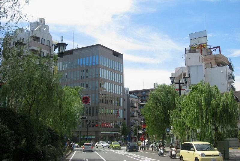 藤沢駅北口 柳通り