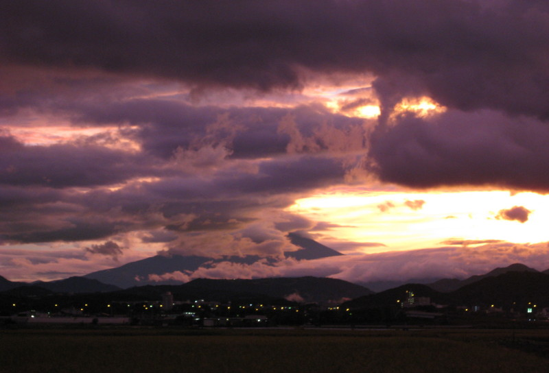 台風一過夕焼け富士2010