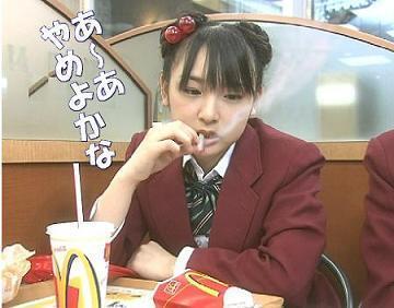 加護亜衣 喫煙画像