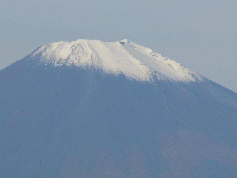 斜めに冠雪してる富士山2010年