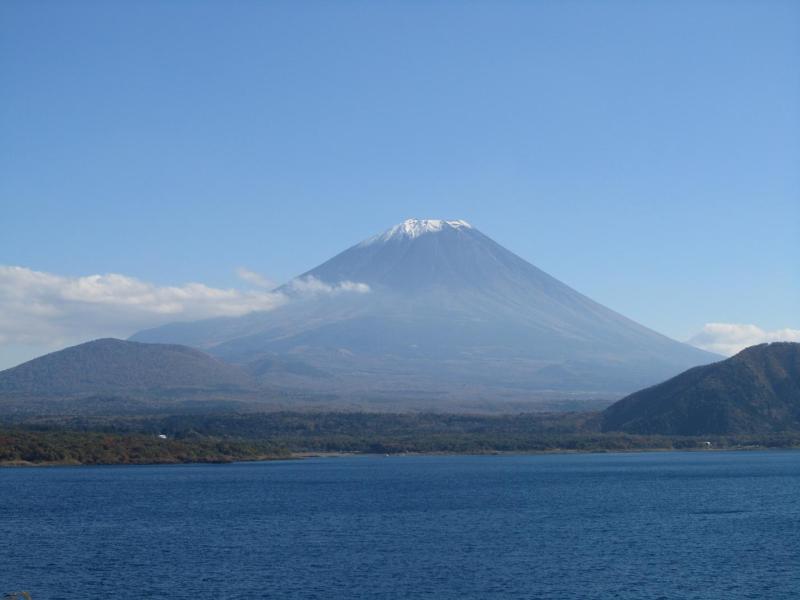 本栖湖 富士山 秋