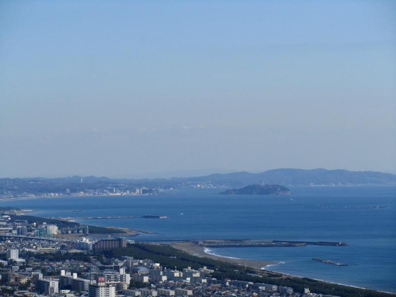 湘南平からの江ノ島と烏帽子岩