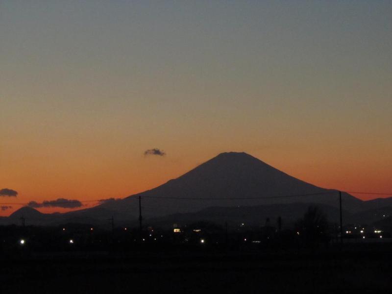 夕暮れオレンジ富士山from神奈川(2010年11月29日)