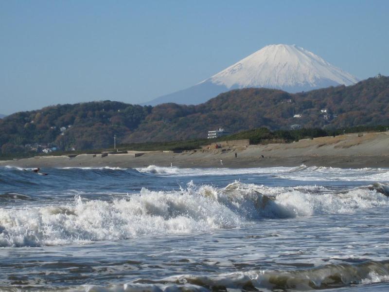 富士山 湘南平塚海岸 波
