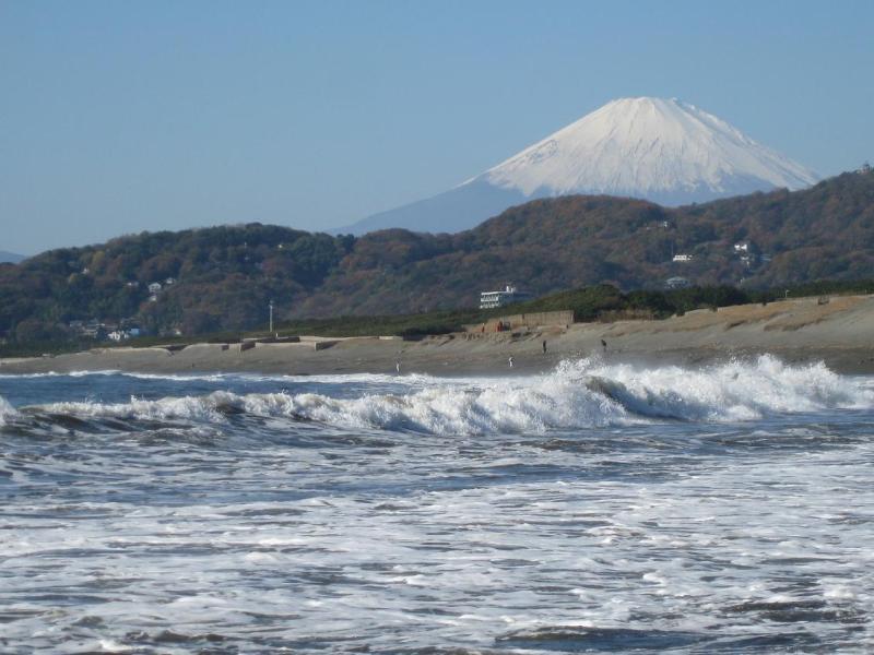 平塚海岸 富士山 波