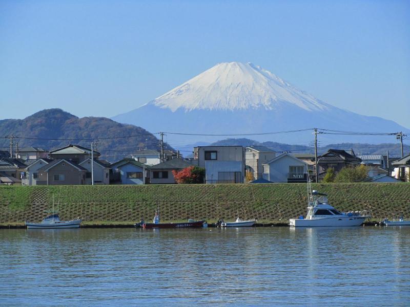 富士山 相模川(馬入川)河口付近の茅ヶ崎側から