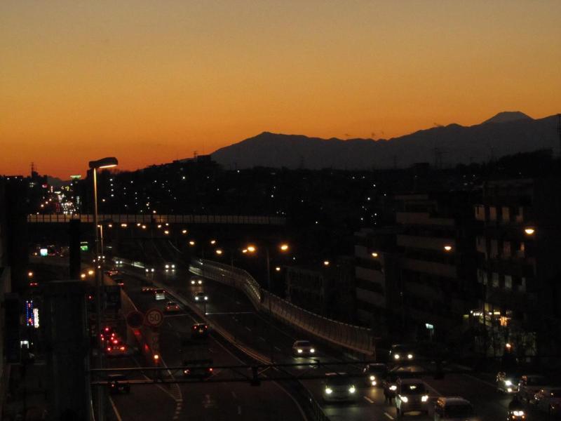 夕焼け富士山画像@横浜青葉市ヶ尾駅前歩道橋(国道246号)