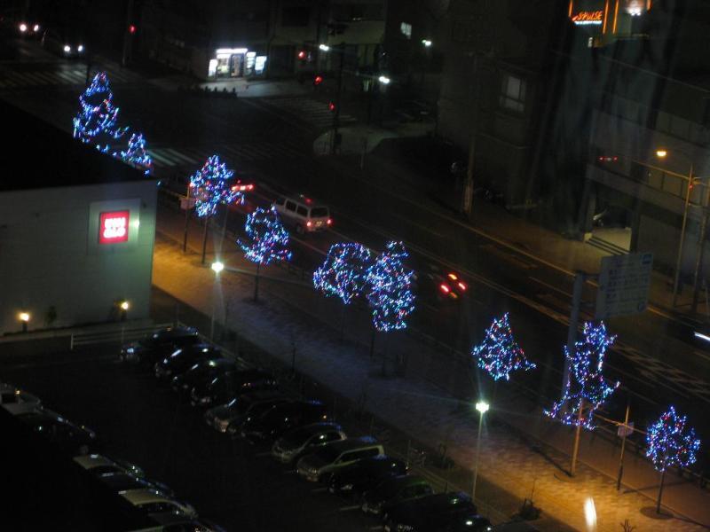 清水港のライトアップ街路樹