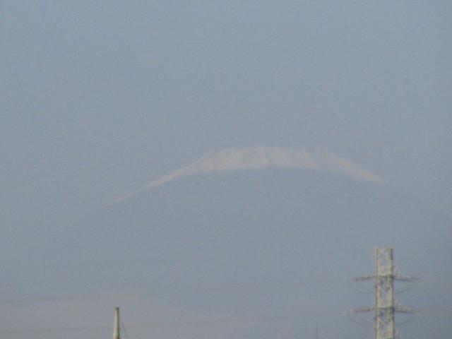 富士山 初冠雪っぽい影