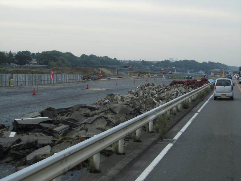 厚木 相模川沿い道路